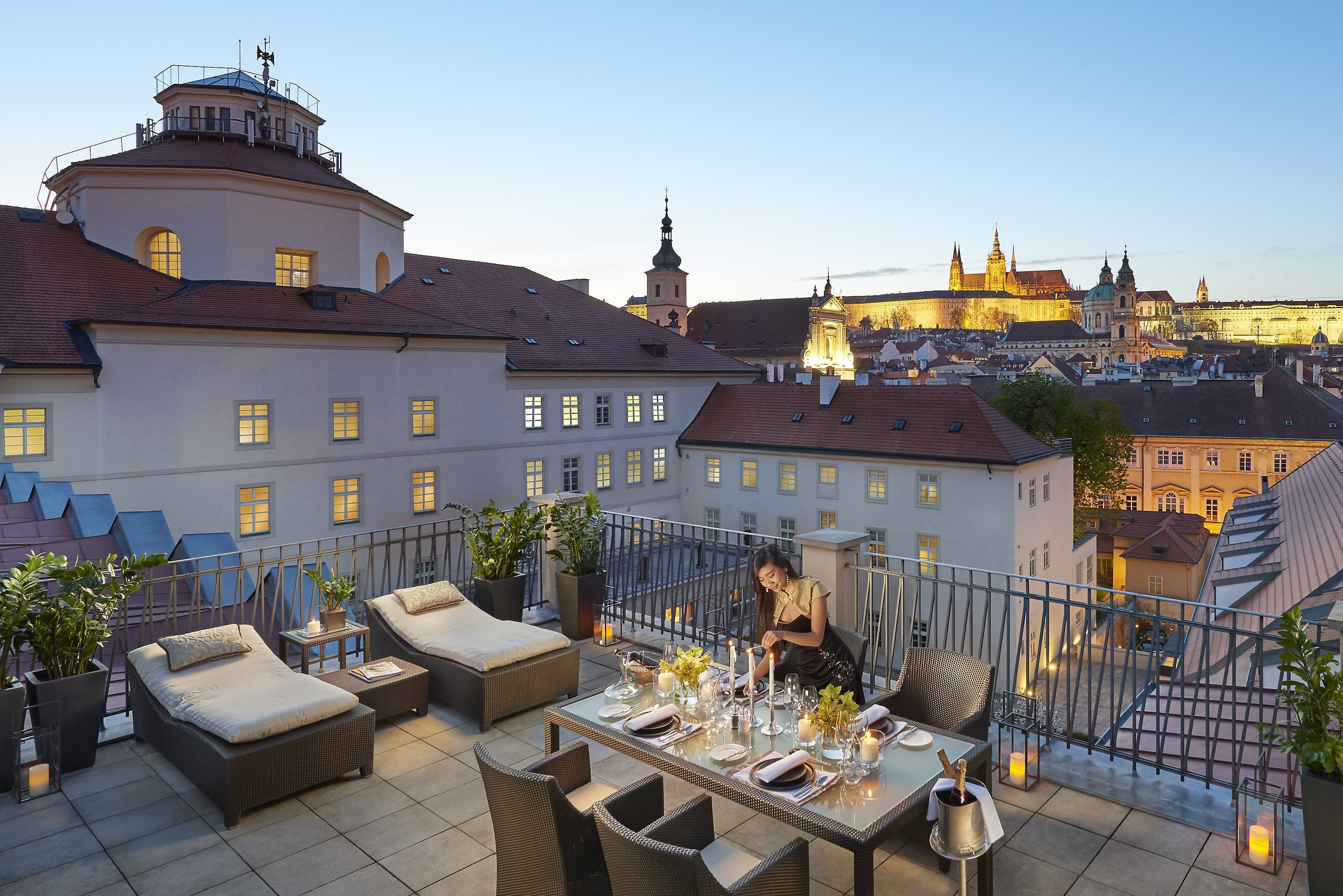 prague-15-suite-presidential-terrace-dusk-01-min.jpg