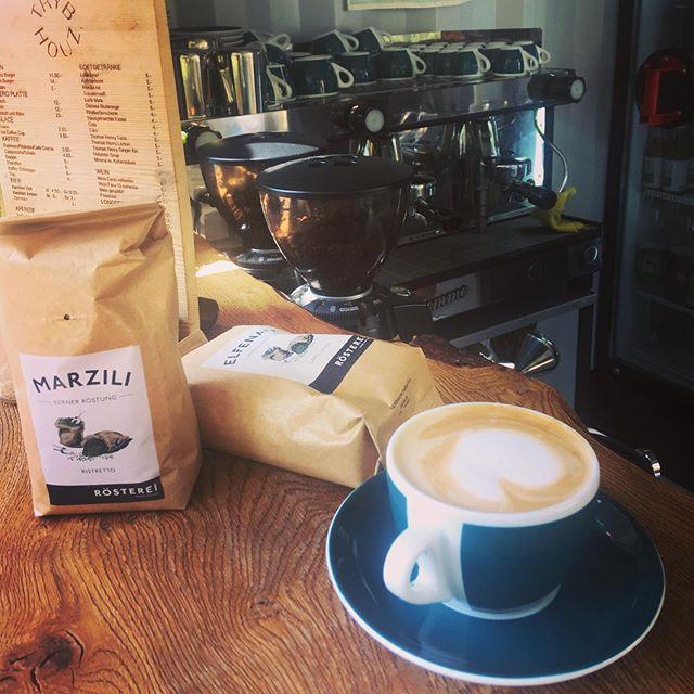 Luscht uf nes Käffeli? Bei uns gibts besten Arabica- und Robustabohnenkaffee frisch geröstet aus dem Trommelröster an der Güterstrasse 6 und direkt an der Aare aus unserer Kolbenmaschine gelassen! ☕️💥 #trybhouzbar #trybhouz #kaffee #barista #blasercafé #aare #bern #bärn #altenberg #kaffi #marzili #elfenau