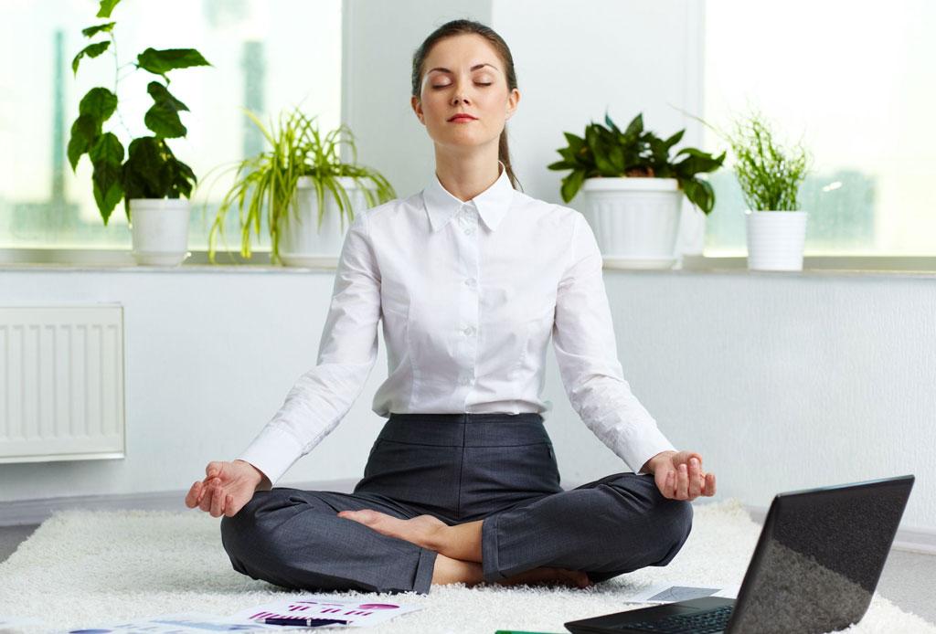 yoga-en-la-oficina.jpg