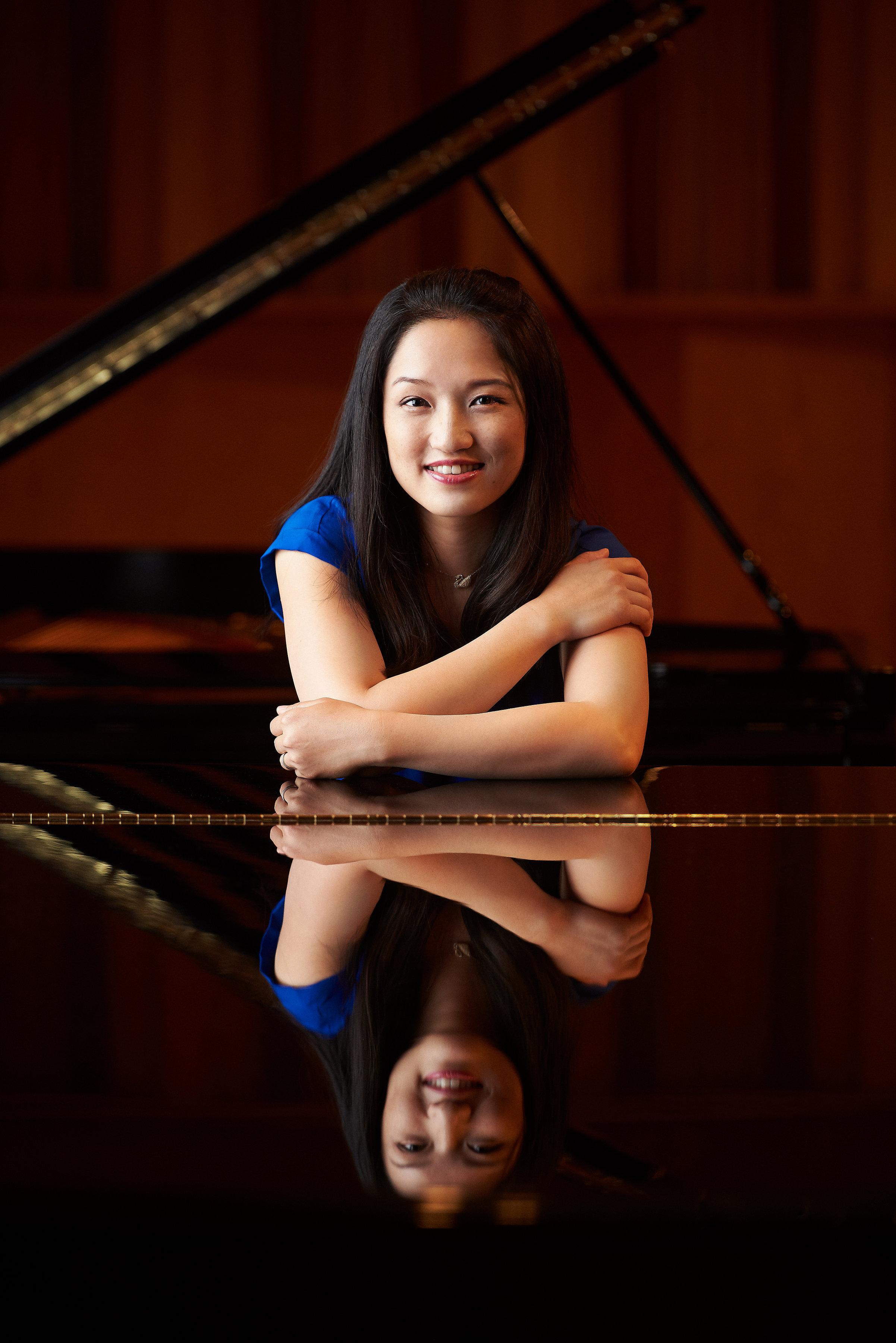 Hsiao Ling-Lin, piano