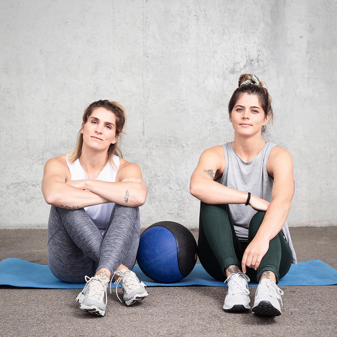 WIR - Wir sind leidenschaftliche Sportlerinnen, welche den Fokus der Fitness nicht ausschliesslich auf den Körper legen. TempleShape formt Body, Mind und Spirit gleichermassen, und wappnet Dich für die Challenges des Alltags. Daniela, qualifizierte CrossFit Trainerin, stellt wöchentlich abwechslungsreiche, effiziente und auf dein Fitnesslevel angepasste Workouts im Freien für Dich zusammen. Mira verwöhnt Dich und die restlichen TempleShapers 1-2x im Monat anschliessend ans Samstag- oder Sonntagstraining mit einer mehrgängigen und wohltuenden Mahlzeit.