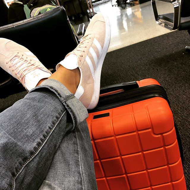 Comfy shoes ✅ Cute, I mean distinguishable luggage ✅ Only 9 hours delayed today...I love the idea of travel, when the stars align and the planes are on time. Headed south for court again. Where did the last month go? #foresperanza
