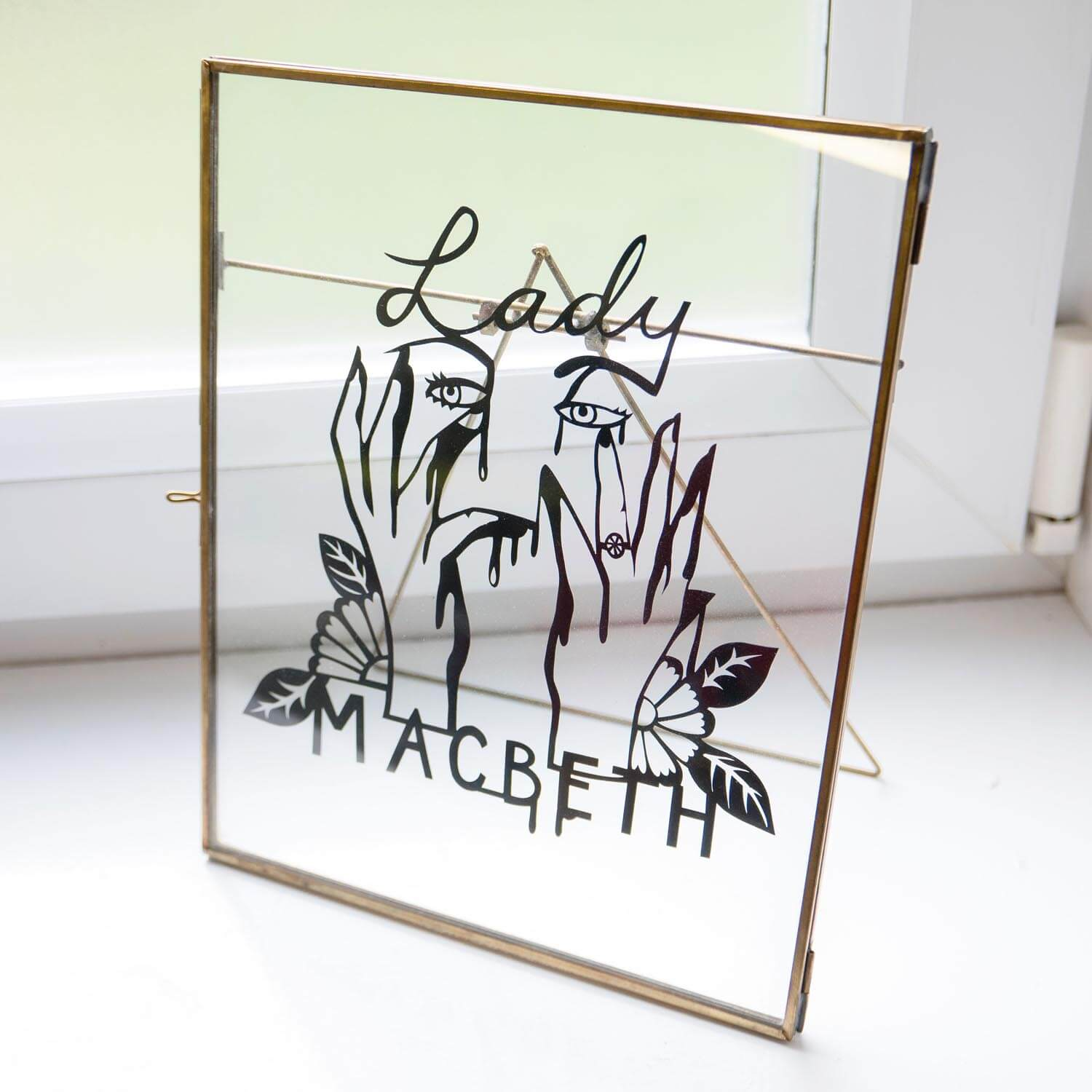 Lady-Macbeth-Papercut
