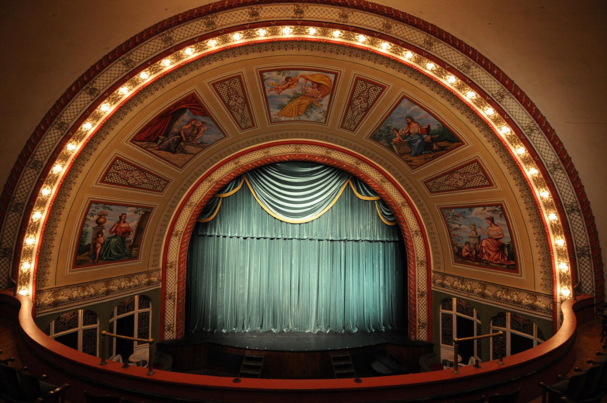 1900 : Calumet Theatre Opens, First Municipally Built Theater