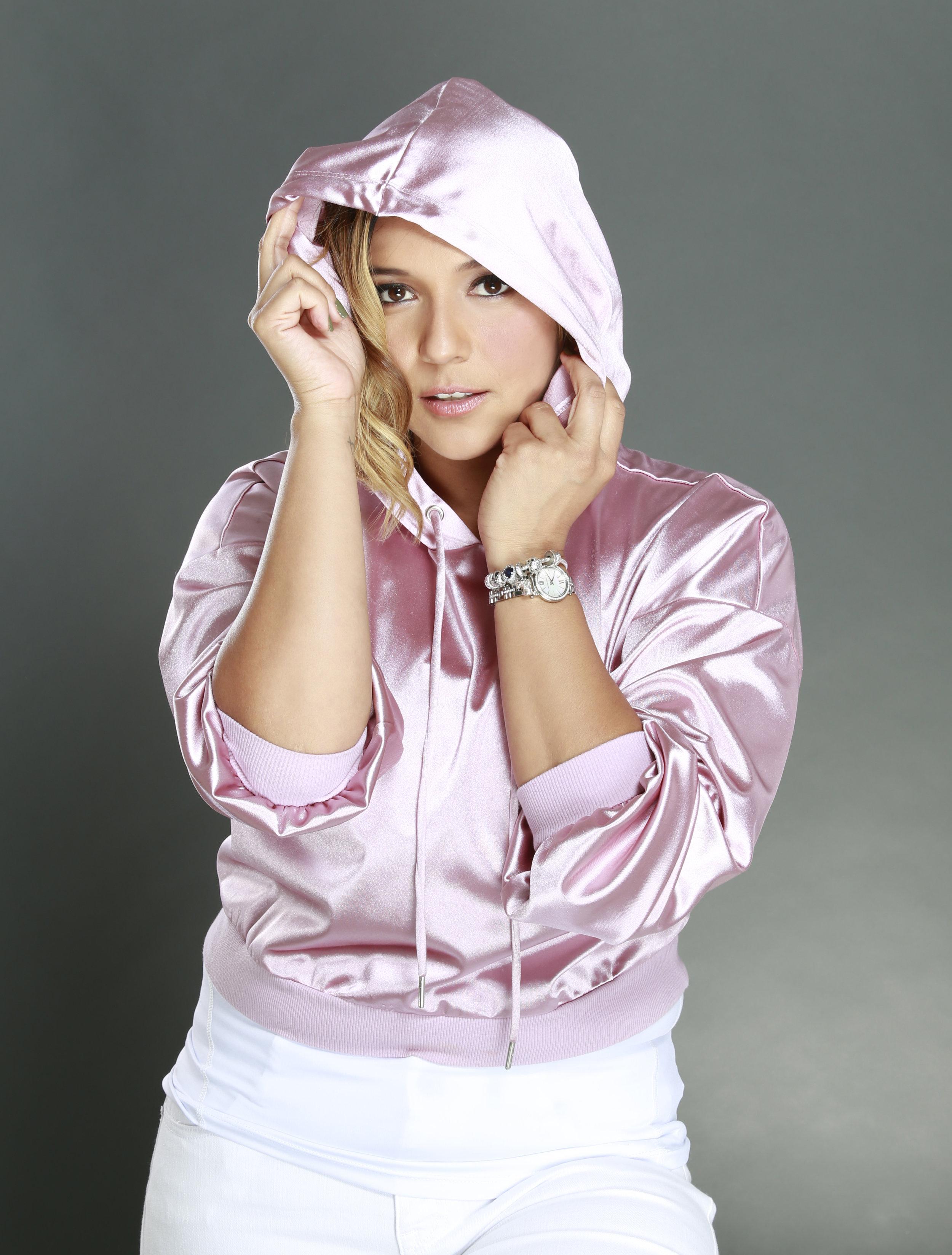 Reyna Franco - Radio & TV personalityMotivational SpeakerPrint ModelVoiceoverPodcasterInfluencerBloggerHost