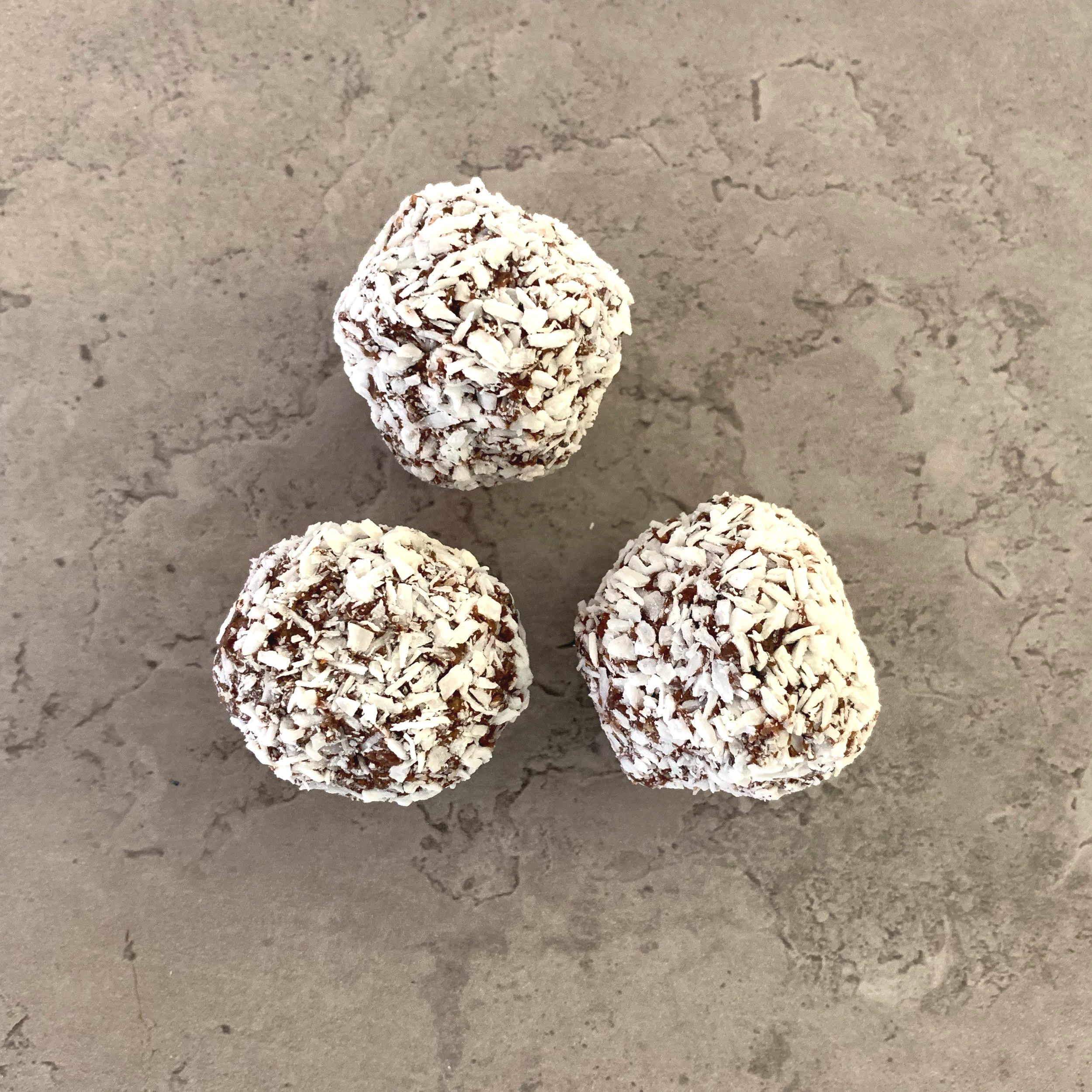 FLAPJACK BALL Ingredients:  Dates,  oats  (gluten free), coconut, coconut oil, agave, chia seed, cacao, coffee instant, salt