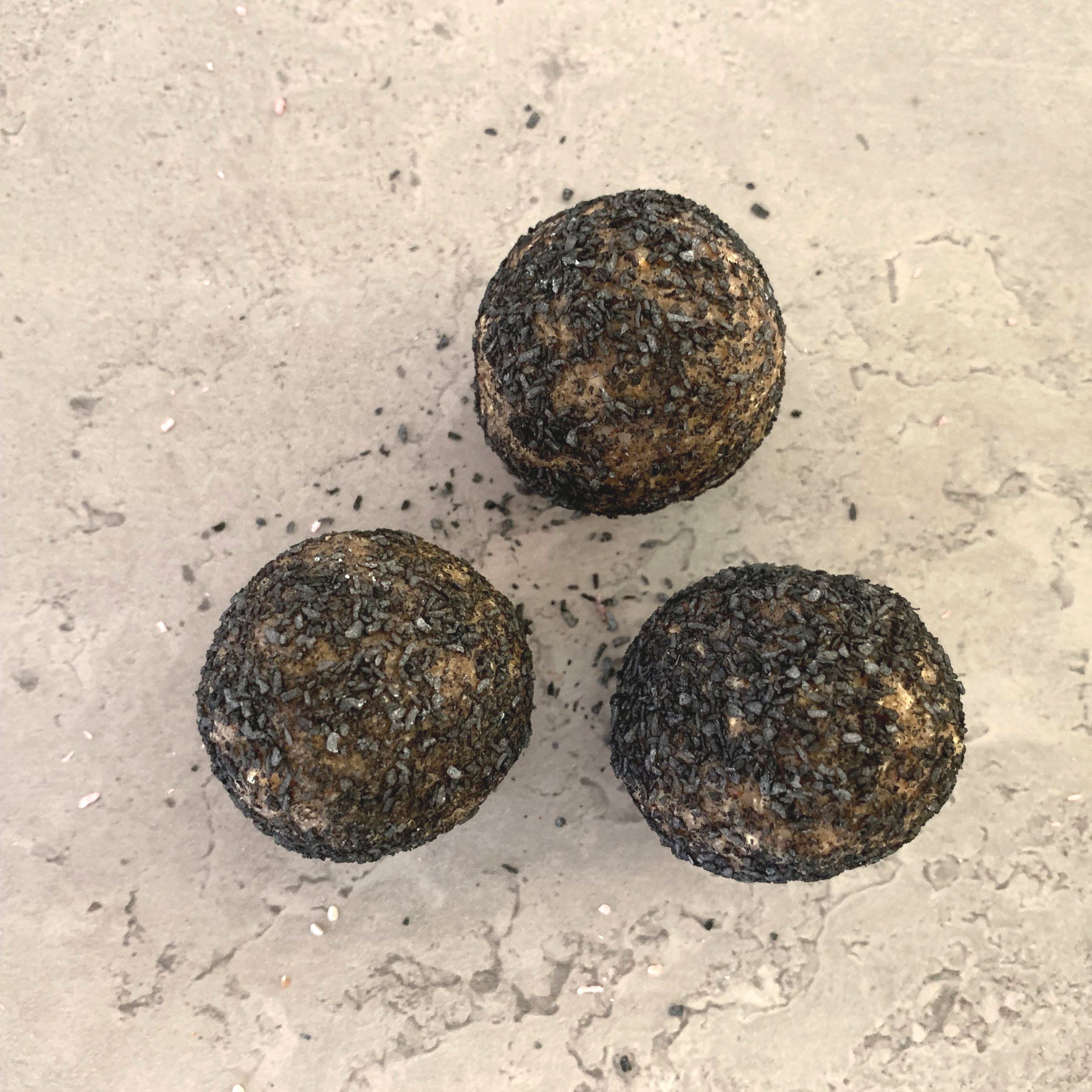 LIQUORICE BALL Ingredients;  Coconut, dates, liquorice, sunflower seeds, salt, coconut cream, activated coal powder