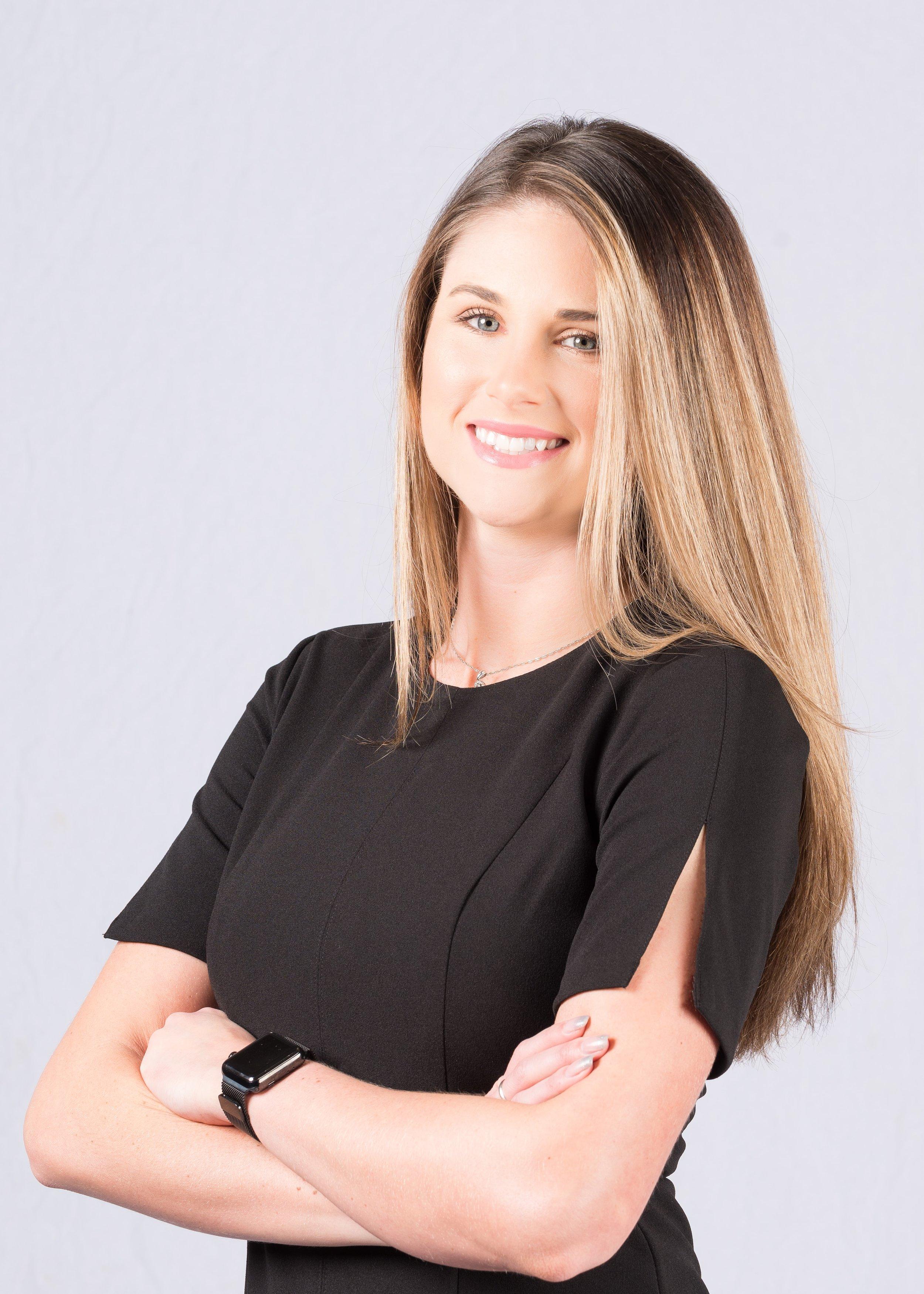 Kristen - professional headshot 0506.jpg