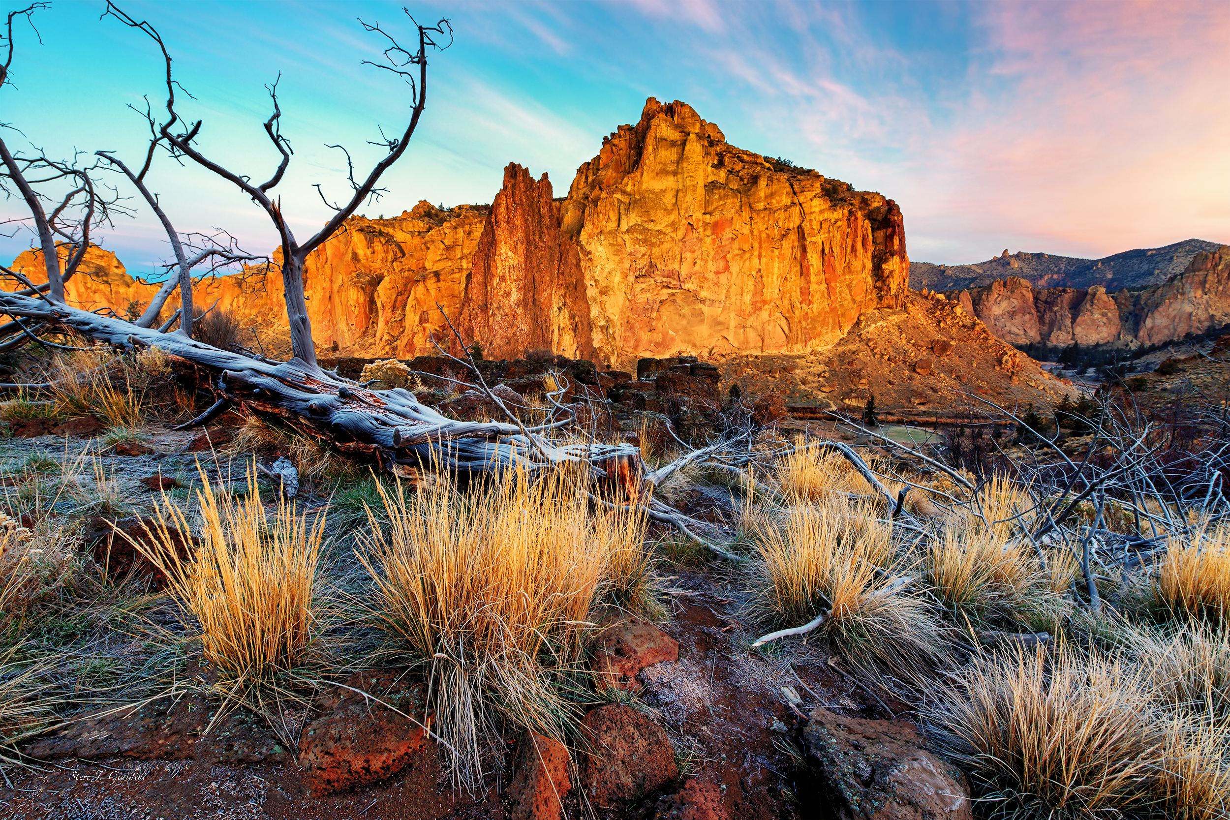 Rock Wall Sunrise 131039LND8