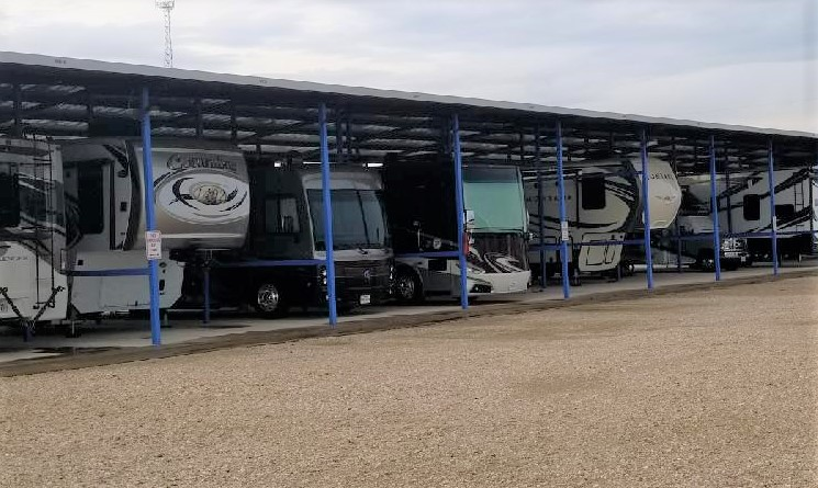 Easy access - Our extra wide driveways make parking your RVs and boat trailers super easy. All units are on ground level for convenient loading and unloading.