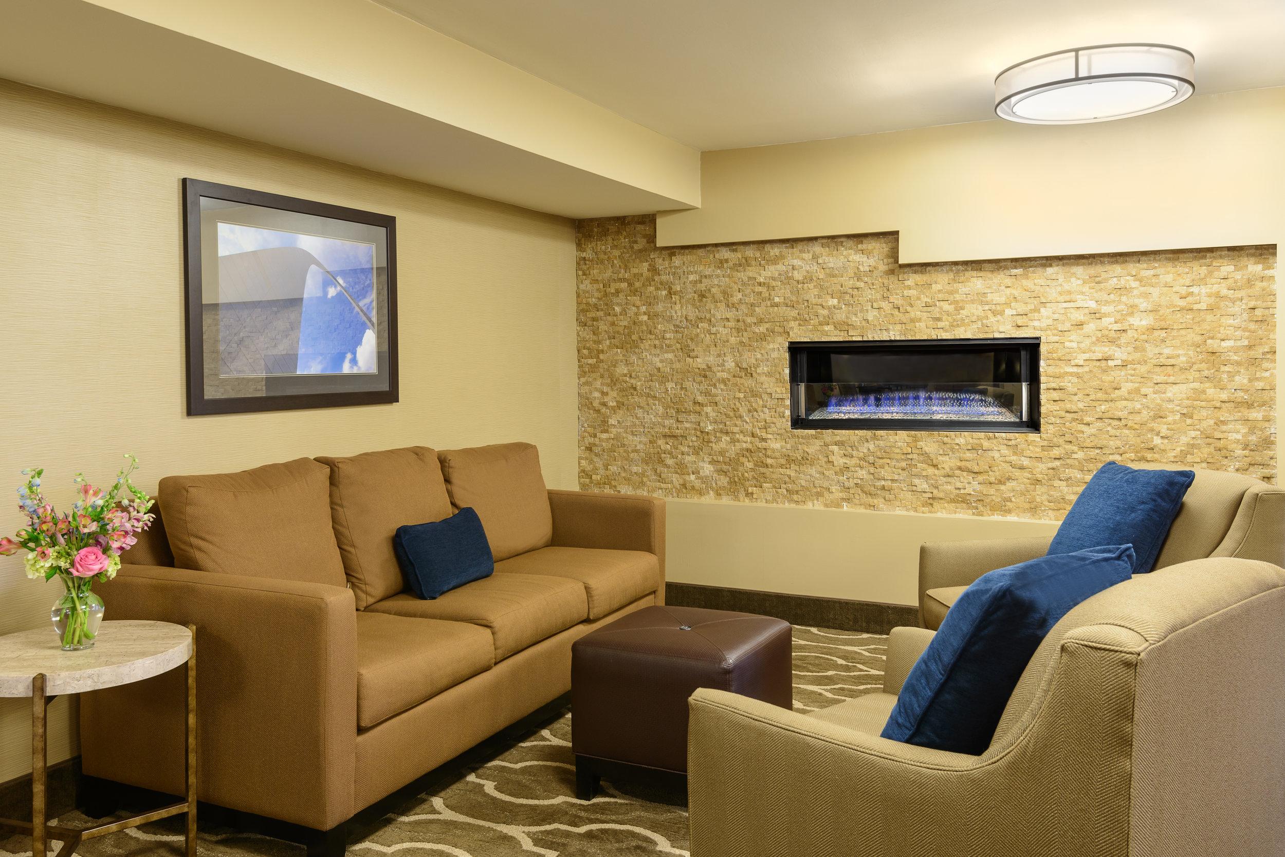 Comfort inn lobby 1.jpg