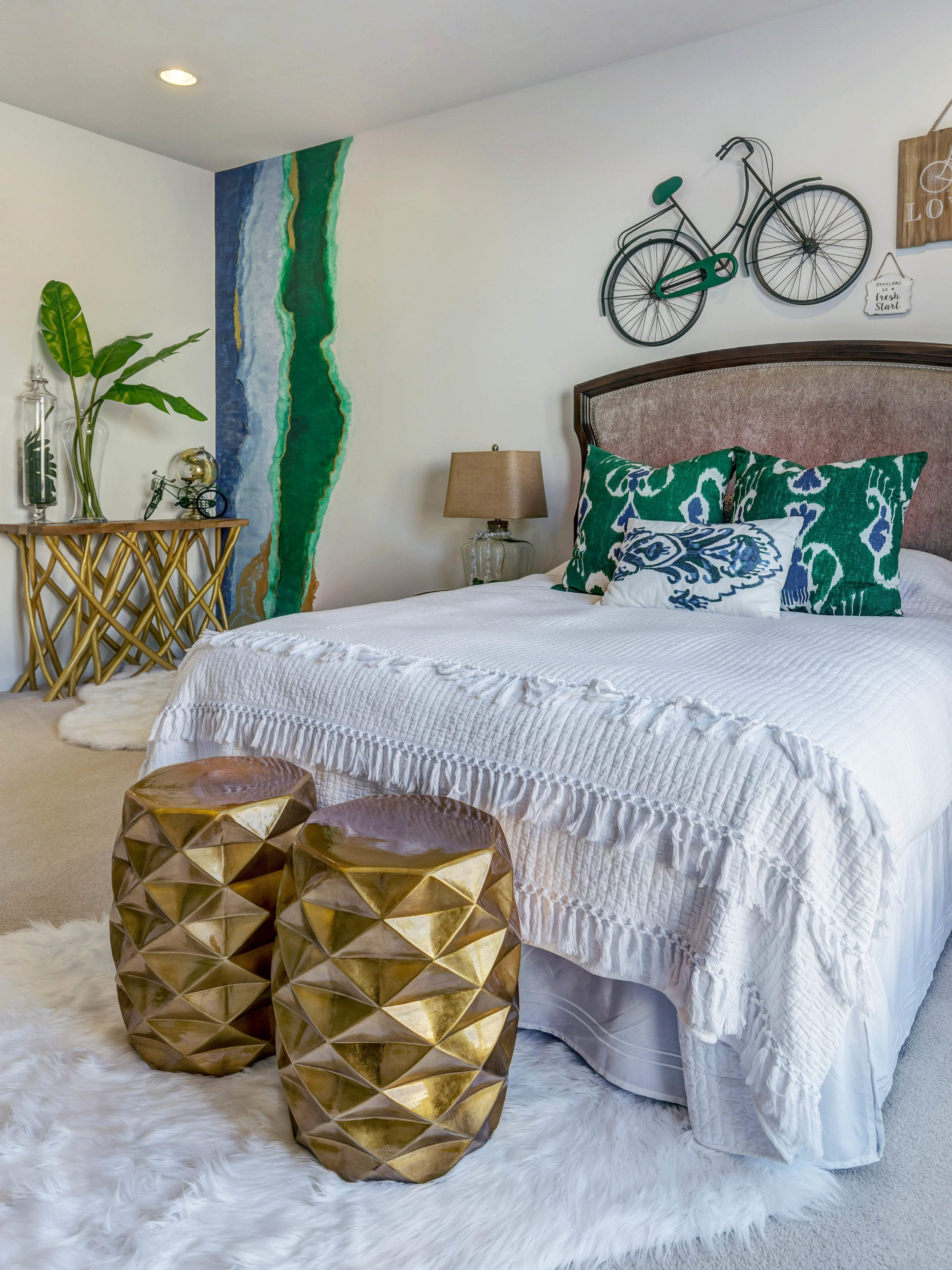 'Enjoy Your Journey' Theme Bedroom Design