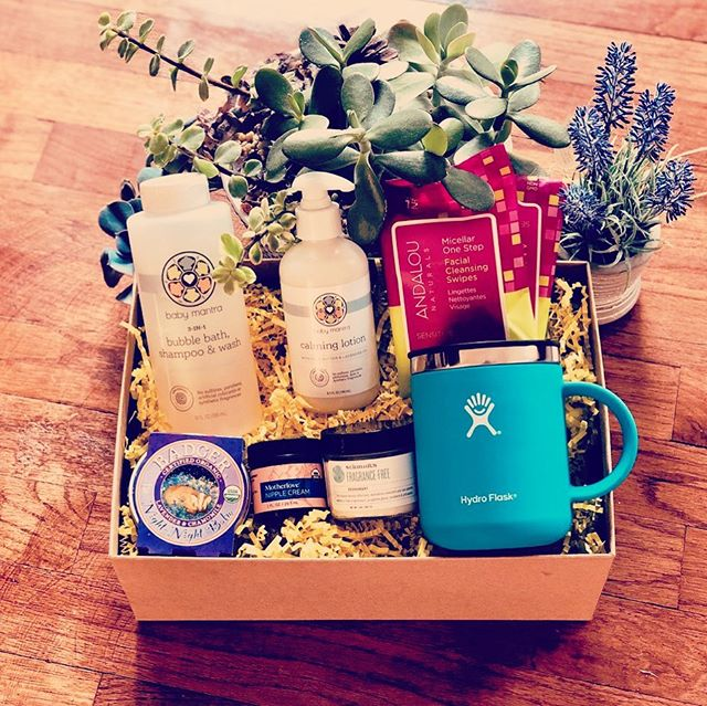 Enter to win a Natural Mama Box 🤗 . . I have partnered with @naturalmamaboxes and giving away a Natural Mama Boxes to our followers! . . To enter : 1. Follow both @amomjustlikeyou and @naturalmamaboxes 2. Tag a friend (or multiple💕) 3. Comment with the Natural Mama Box you would like to win. Visit their site at www.naturalmamaboxes.com to check out their offerings! . . We will select a winner on Friday August 9, 2019  GOOD LUCK! 👍🏼