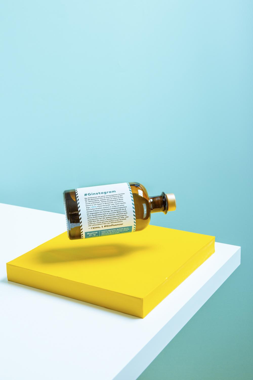 Jeder Flaschenpost Gin erzählt eine humorvolle Geschichte - Unsere Stories variieren und sind humorvoll bis satirisch formuliert. Nur für Genießer die sich nicht zu ernst nehmen!