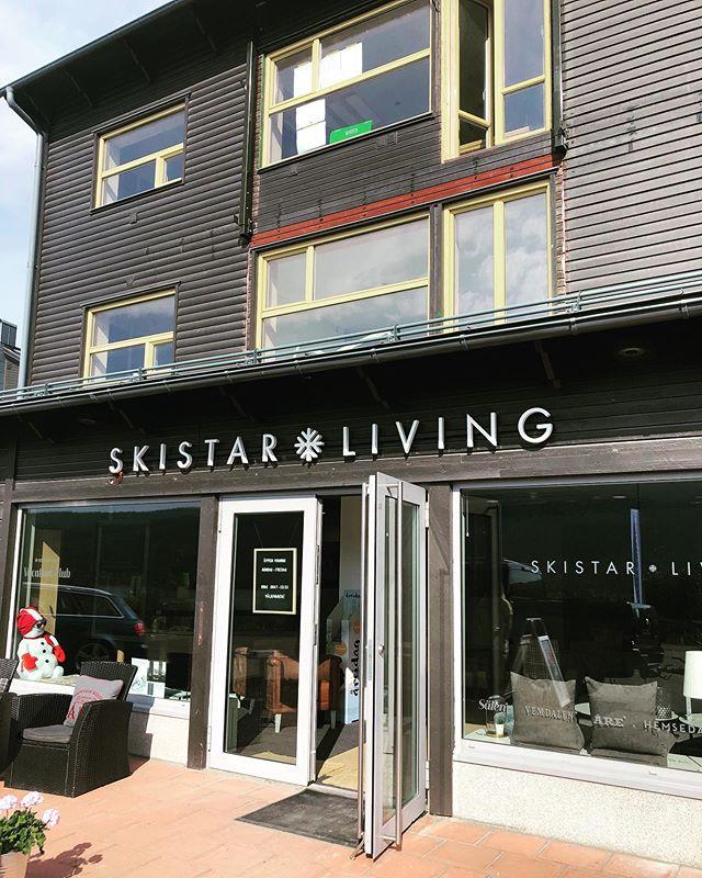 Stilren bakbelyst ljuslåda till Skistar Living. #skistar #ljuslåda #åre