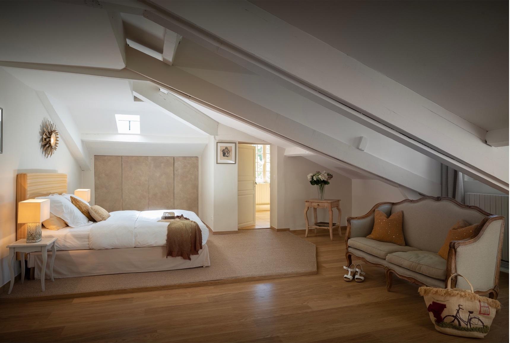 Beaumont, second floor bedroom with views of the parterre gardens
