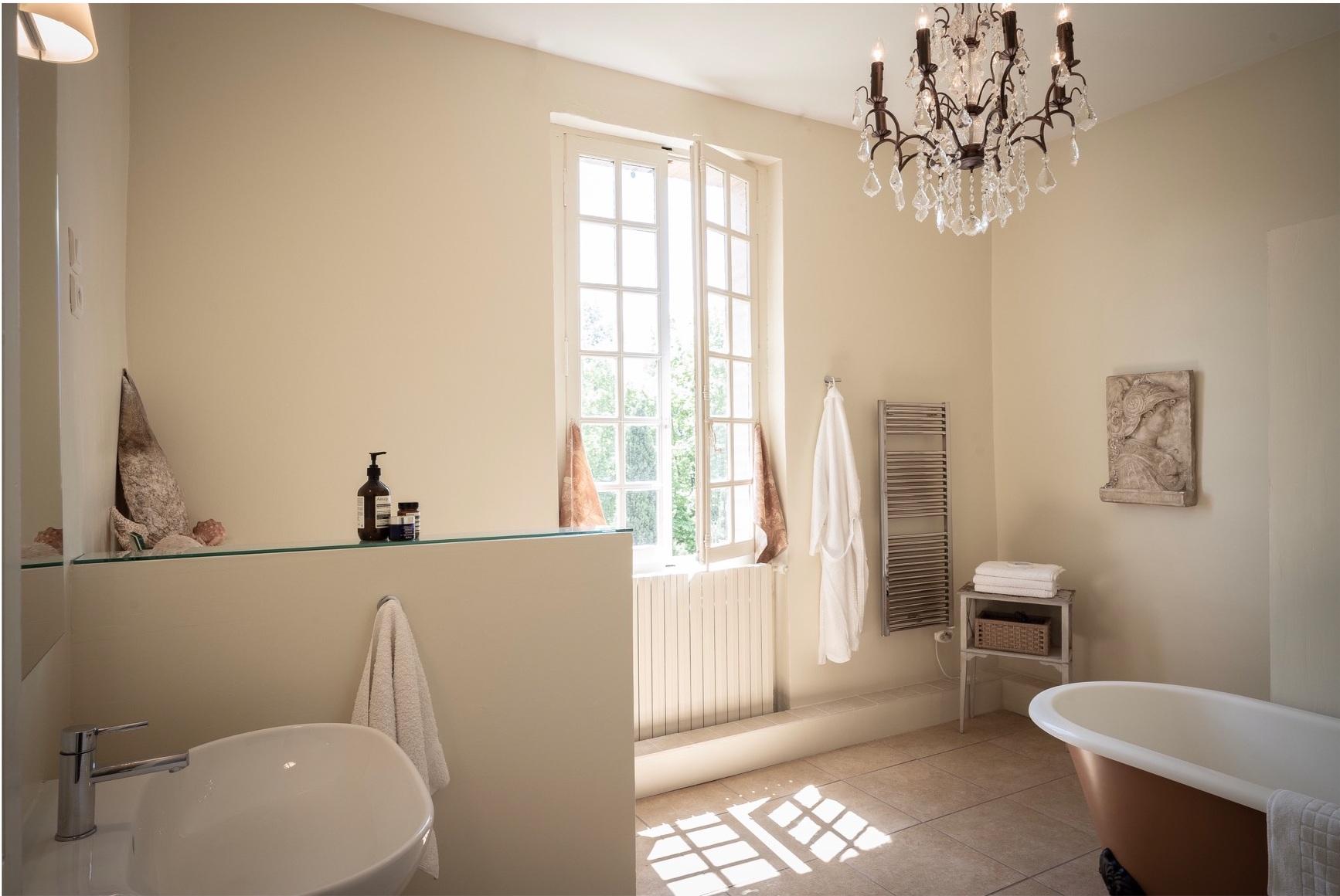 Beaumont bathroom.JPG