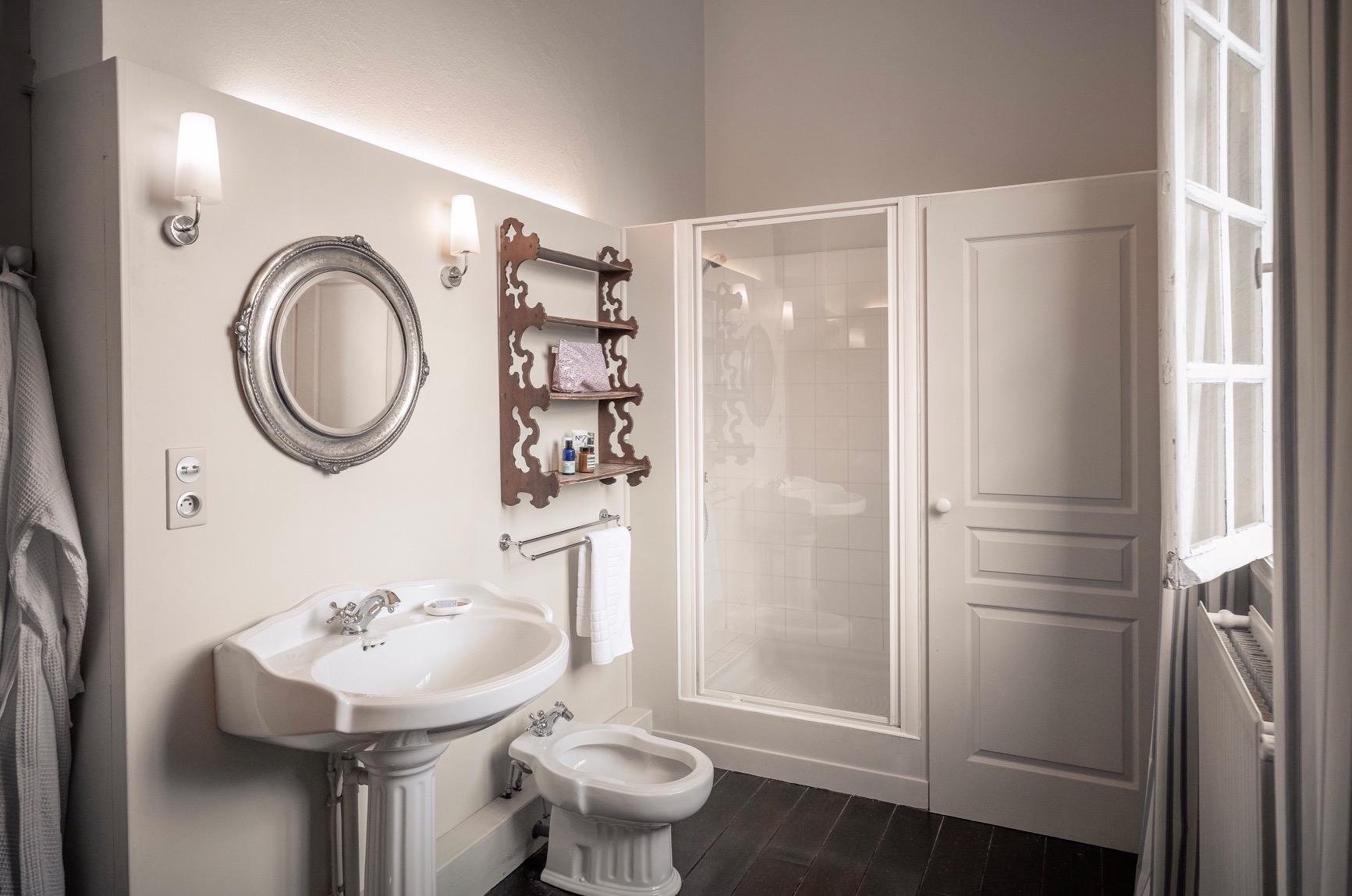 Birdsong shower room.JPG