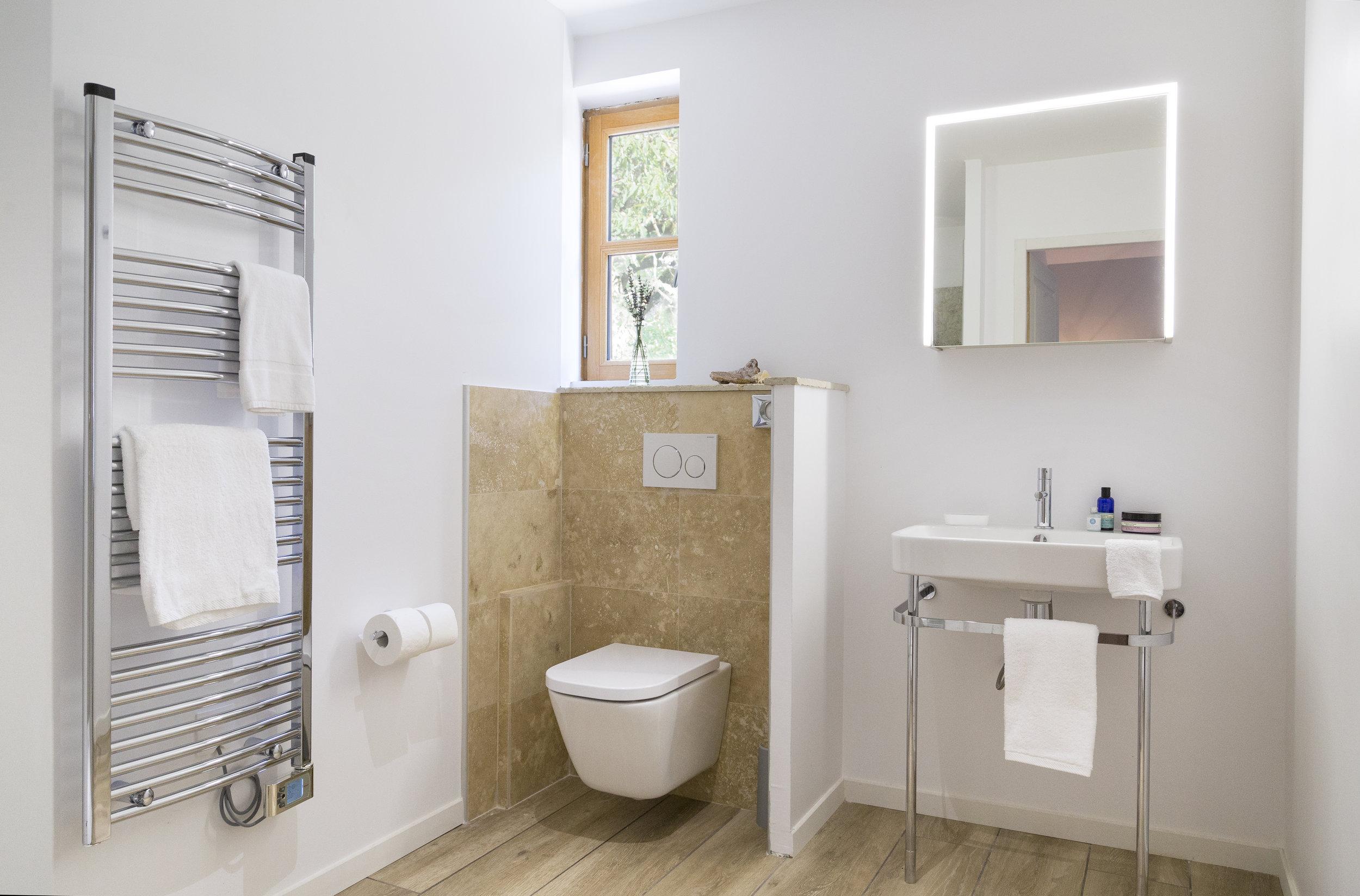 Bathroom1_v1.jpg