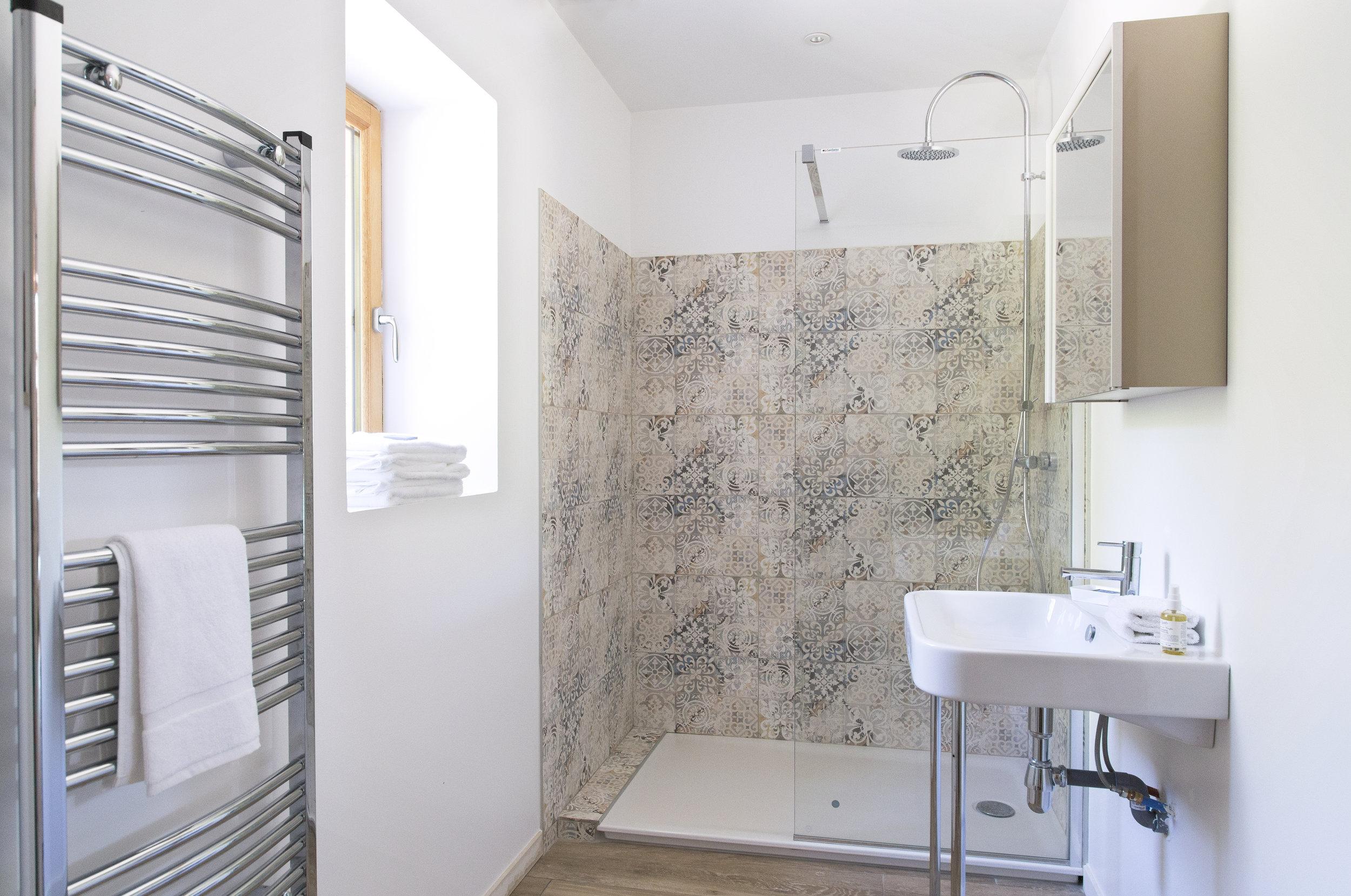 Bathroom2_v2.jpg
