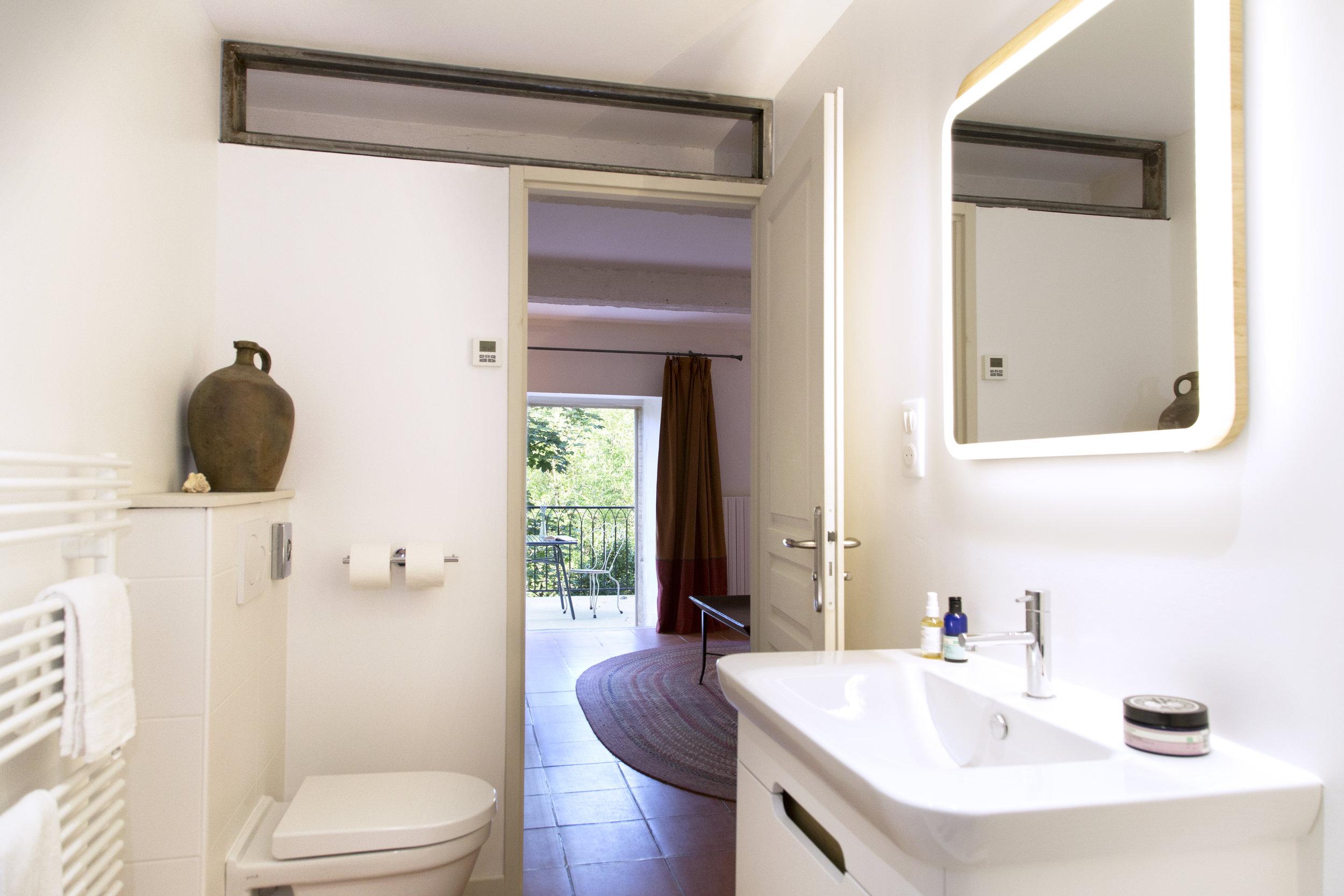 Christophe_bathroom_v1.jpg