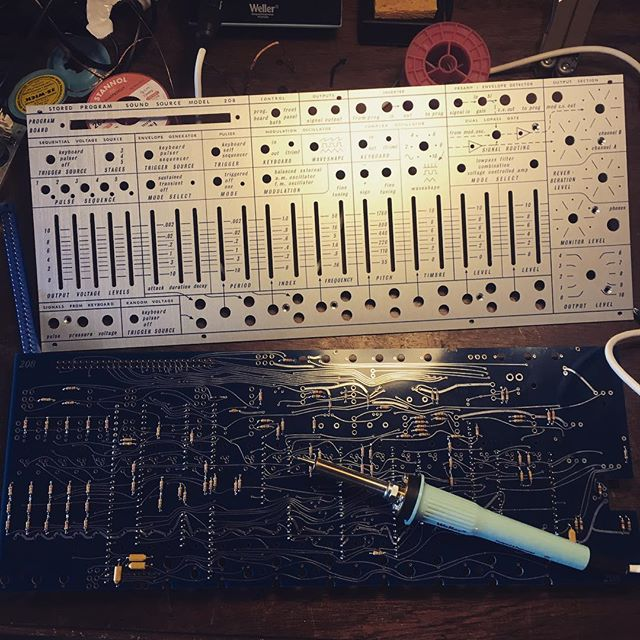 Little spare time, big effing project. #diy#buchla #musiceasel #solderen #nog587componentenofzo #soortzenboedhisme