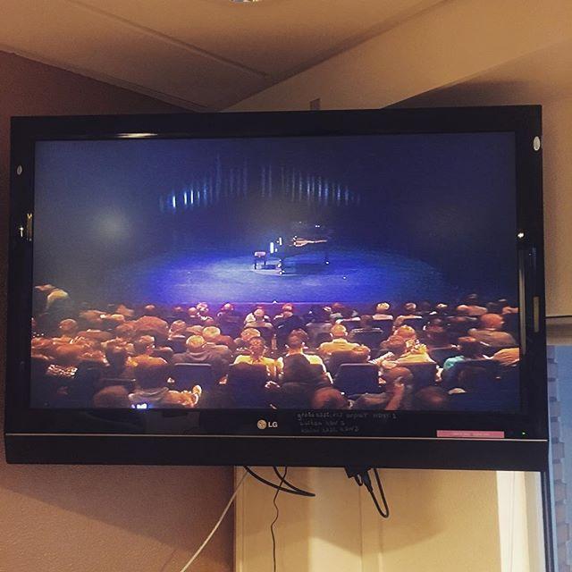 @schouwburgdemeerse uitverkocht voor de @leidscabaretfestival finalistenavond. hier kan ik dus straks naar mezelf kijken. #ofniet #inception @jaspervanderveencomedian @gaaf_in