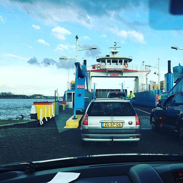 """""""we hebben een betere route gevonden"""" de wegen van waze zijn ondoorgrondelijk #zoziejenogeenswat #veerboot #leidscabaretfestival"""