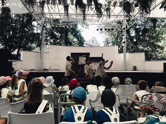 Dobré ráno z Gauče! I zítra od 9:30 můžete vzít své děti na dětské představení k nám 👶🏻 Další představení najdete u nás na webu! . . . #gaucvestromovce #praha7 #stromovka #kultura #hudba #prirodavemeste #detskedivadlo #rodina #detskepredstaveni #happykids #urbanmeetsnature #nebesazrostlin #zdarma