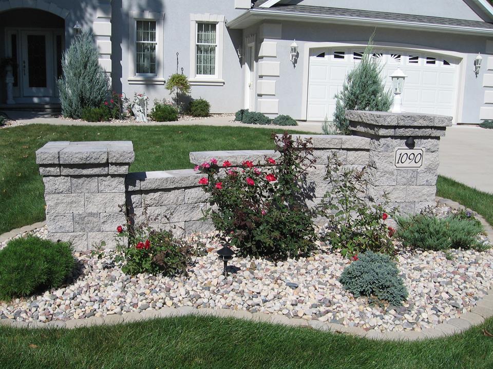 Vosters Landscaping | Plants | Shrubs | Landscape design | Stone Pilars | Decorative Stone