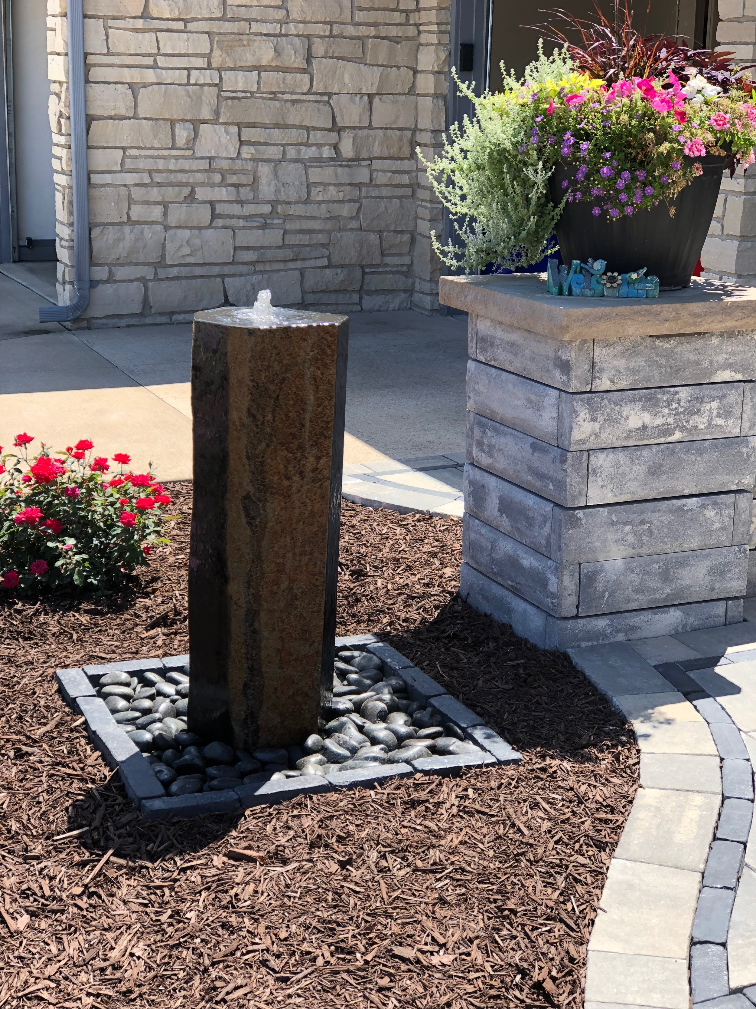 Vosters Landscaping | Plants | Shrubs | Landscape design | Ambiance | Water Feature