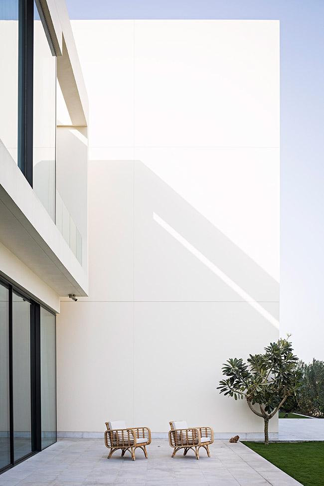 DUB5-AMAR-SABEH-Architecture-Studio-Palm-villa-Dubai-2018-©Yann-Deret-8298.jpg