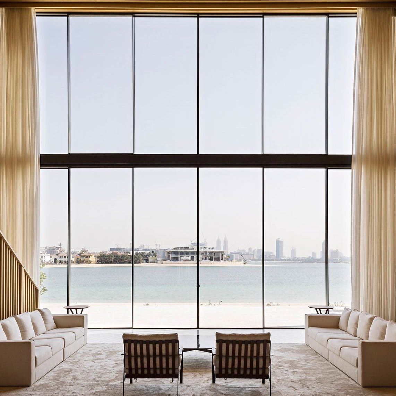 01-DUB5-AMAR-SABEH-Architecture-Studio-Palm-villa-Dubai-2018-©Yann-Deret-7910-e1559918602356 copy.jpg