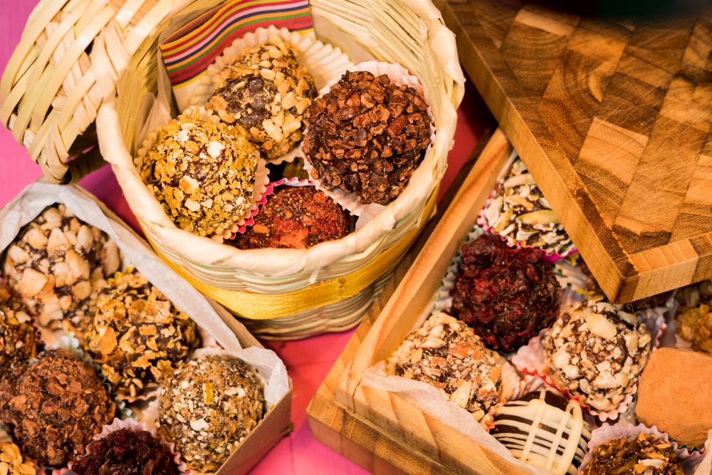 canasta y cajas con chocolates.jpg