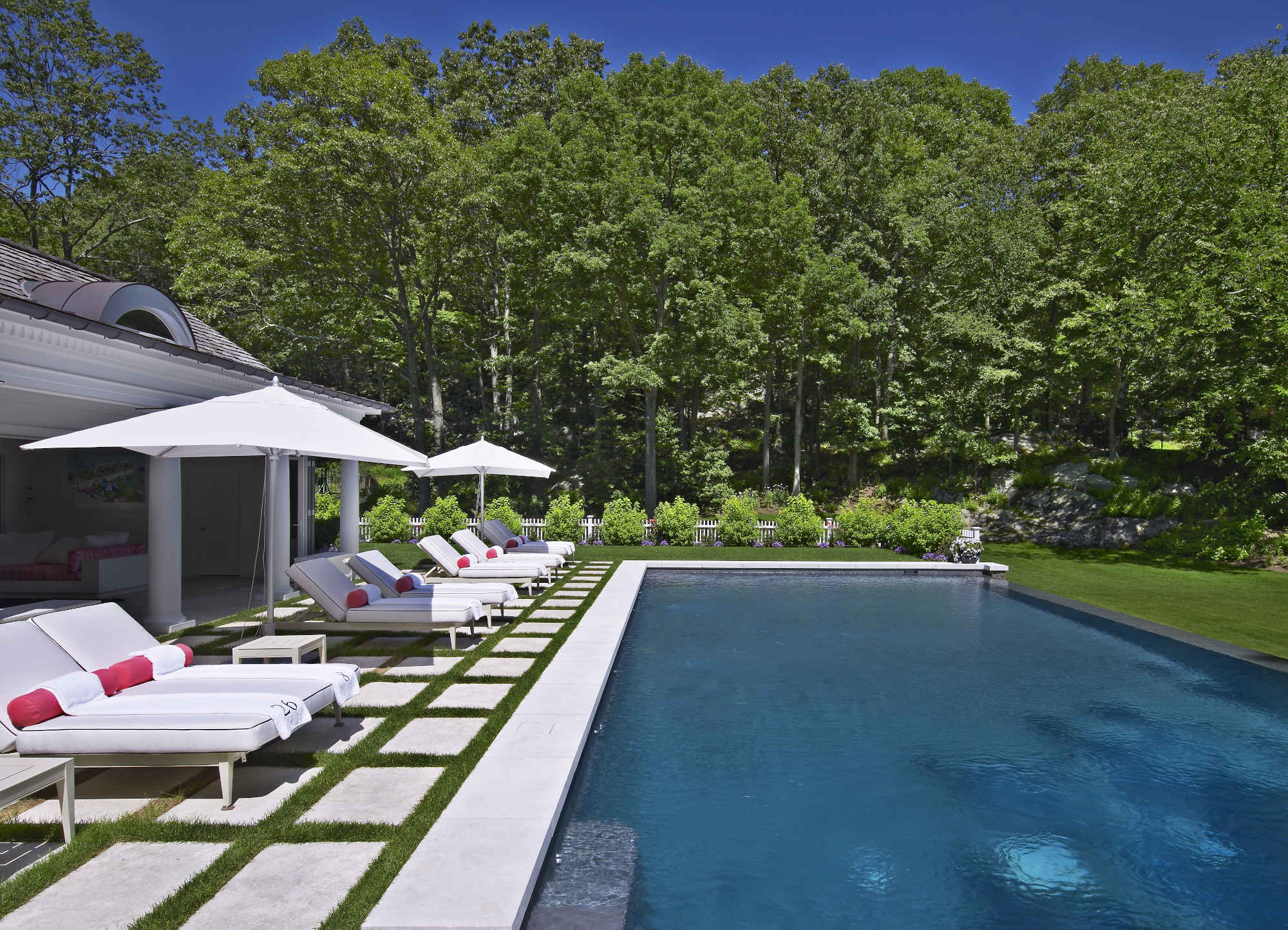 Poolhouse_photo_1.jpg