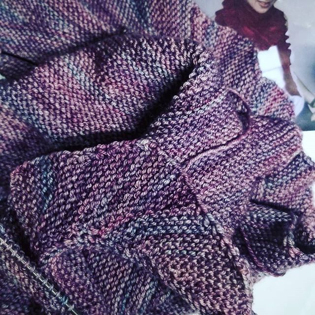 Knitting has side tracked me a bit the last few days from my quilt shop duties.😏 #quiltshop #madelinetosh #knitting #toomanyprojects #spinningyarns