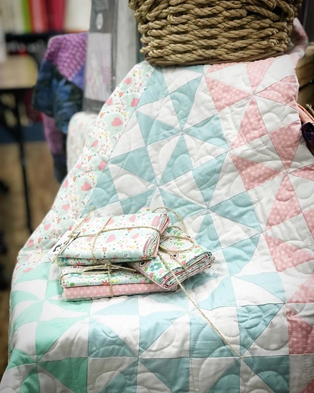 It's almost the weekend, do you have a quick project picked out and ready!? This baby blanket by @designsbyrr works up like a dream and you can knockout all these HST over the days off! Kits and patterns available @footprintsquiltshop