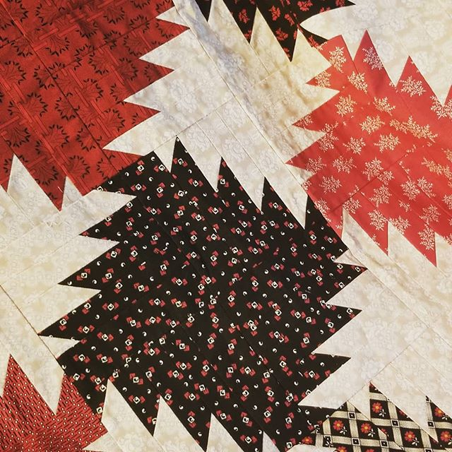 This block looks like a sawblade to me. It reminds me of the cords and cords of wood we cut, split and stacked for our winter heat growing up.  #quiltingfun #delectablemountains #thegoodolddays #lifewassimplethen  #sewingmakesmehappy #makersgonnamake