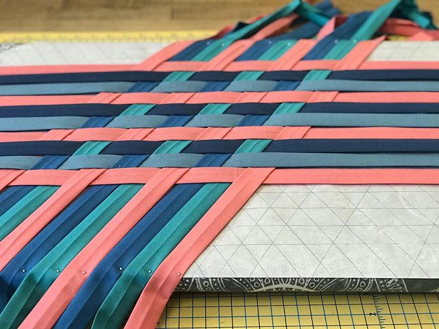 Will you be joining us for class!? Make some magic this Wednesday night and weave your own star fabric @footprintsquiltshop✨ You'll need prepped fabric, some notions/tools to weave with and you'll get a demo on how to finish it on a sewing machine! 👣 #weftyneedle #weftystars #wovenfabric #footprintsquiltshop #footprintsquiltshoppe #classes #wednesdayclasses #sewingclasses