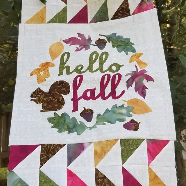 Soon it will be foliage season in NH. 🍃🍂Join in the Quilter's Harvest Hop, October 17 to 19 to take in some gorgeous colors from nature and six quilt shops!  More info @https://www.nhshophops.com/quilters-harvest-hop #shophop #quiltersofinstagram #roadtrip #fallfoliage