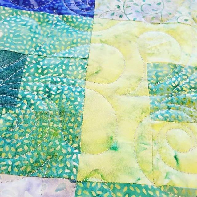 Next on the to do list today: a wee bit of longarm quilting 🙂🧵🐠🧵 #longarmquilting  #sewingmakesmehappy  #seaglasscolors #quilting #quiltingfun  #doersgonnado