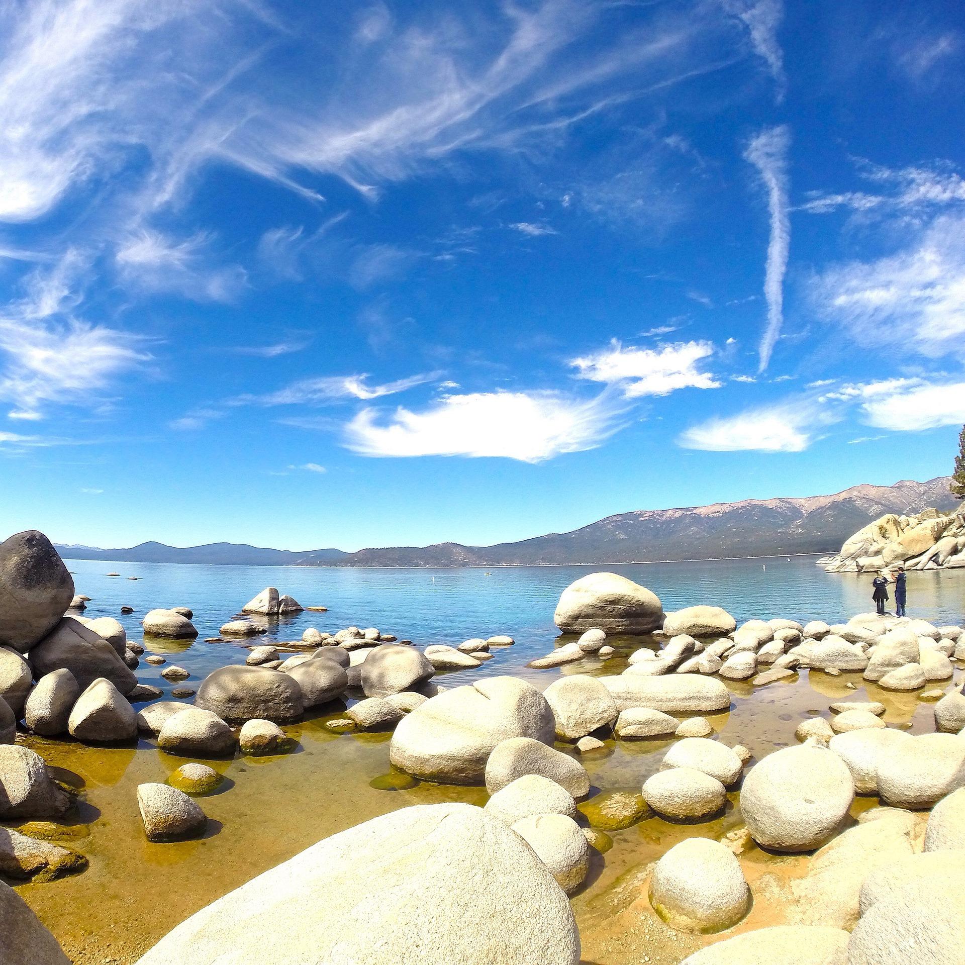 lake-tahoe-1085353_1920.jpg
