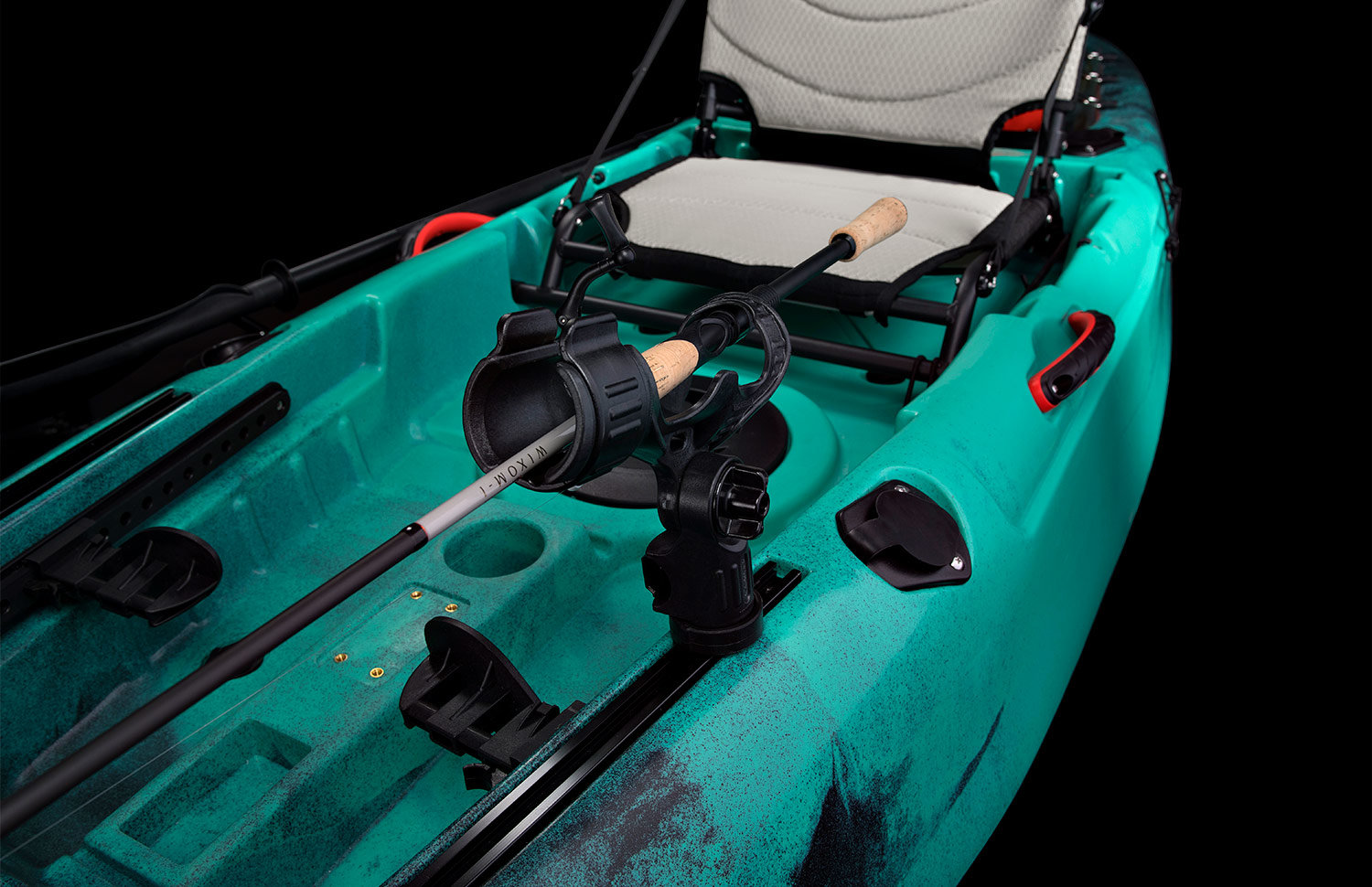gear tracks and rod holders yellowfin 100.jpg