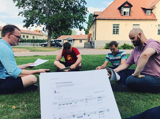 """Sitting in the grass counting through @jinn_icebreaker's piece entitled """"Atelier Des Mechanismus""""! We'll be collaborating with him this week to premiere the piece with the coaching of #mikesvoboda 🐚 . . . . #twobuttonbrass #trumpet #trumpetplayer #classicaltrumpet #trumpetist #trumpeter #trumpetlove #brass #frenchhorn #trombone #tuba #brassquintet #chambermusic #losangeles #losangelesmusic #california #livemusic #musicians #freelancemusicians #usc #uscthornton #schoolofmusic #musicschool #band #orchestra #classicalmusician #art #livingmusic #composer"""