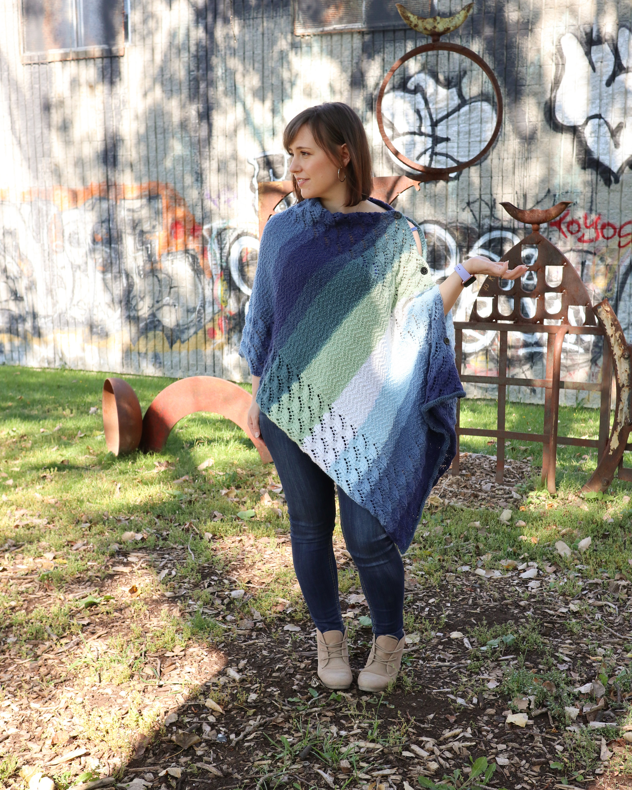 FREE PATTERN - warm waves poncho1 - Ravin Sekai Designs