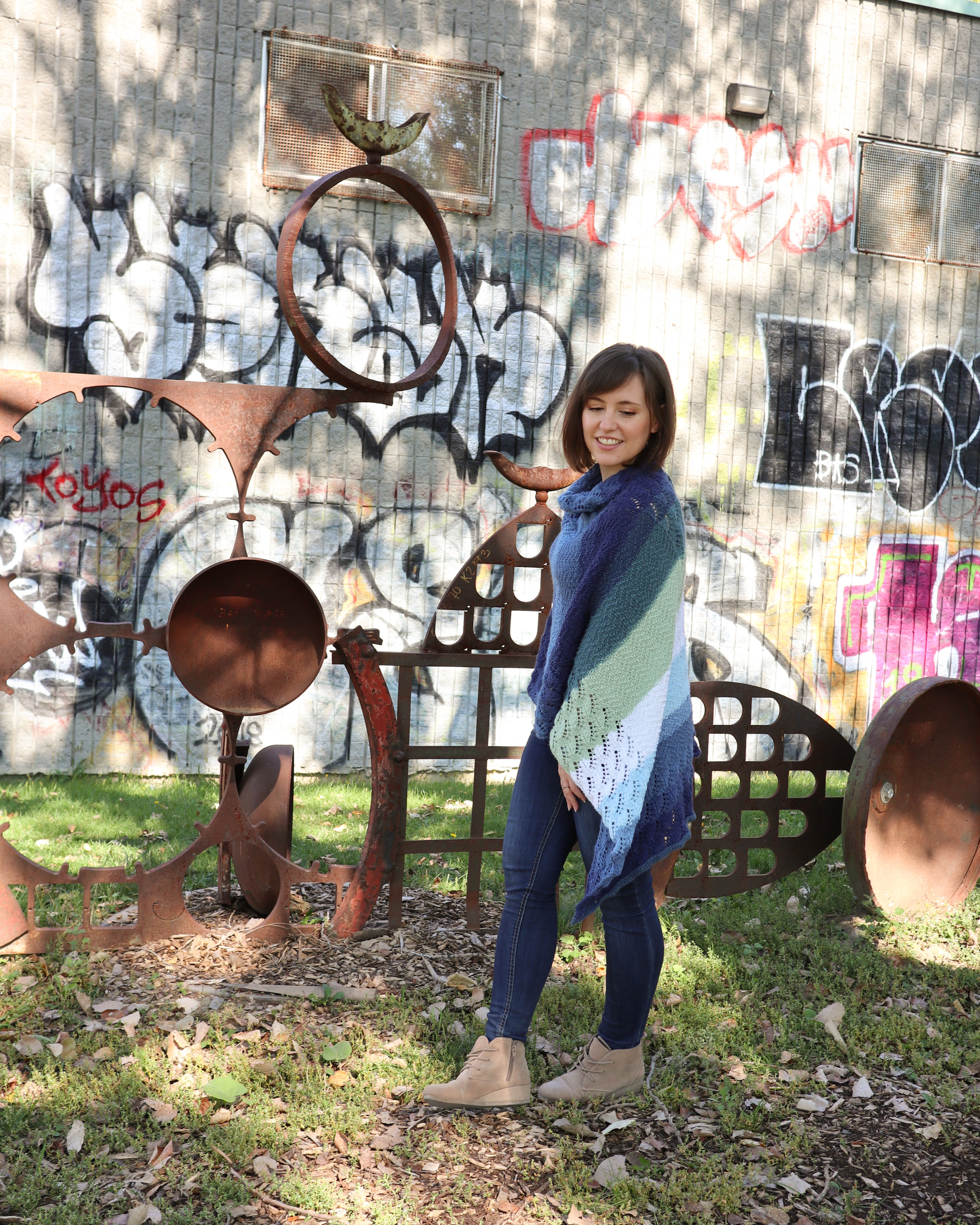 FREE PATTERN - warm waves poncho8 - Ravin Sekai Designs