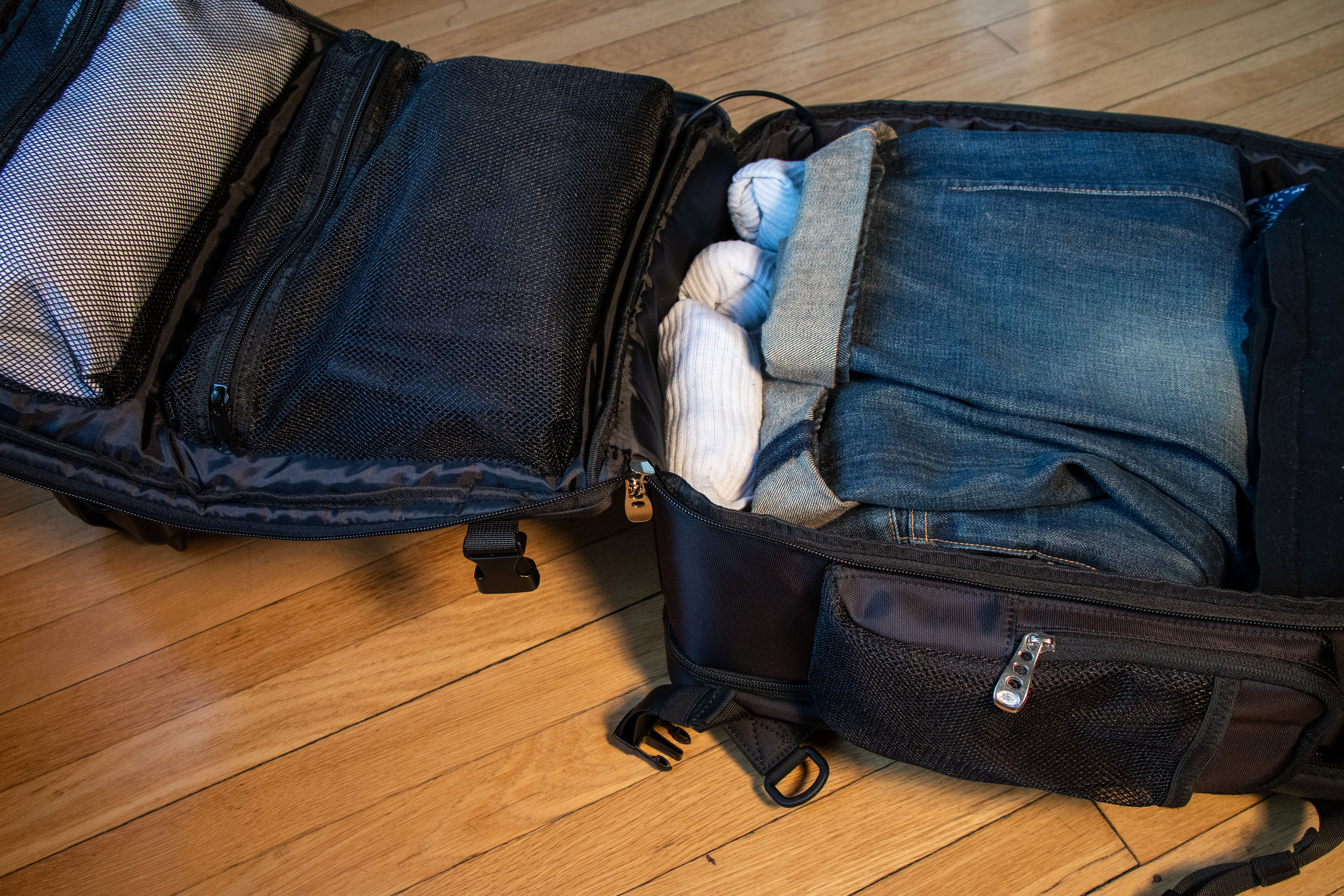 Easy Clam-Shell Compartments - Clam Shell design provides easy packing and are paired with durable, reliable YKK Zippers