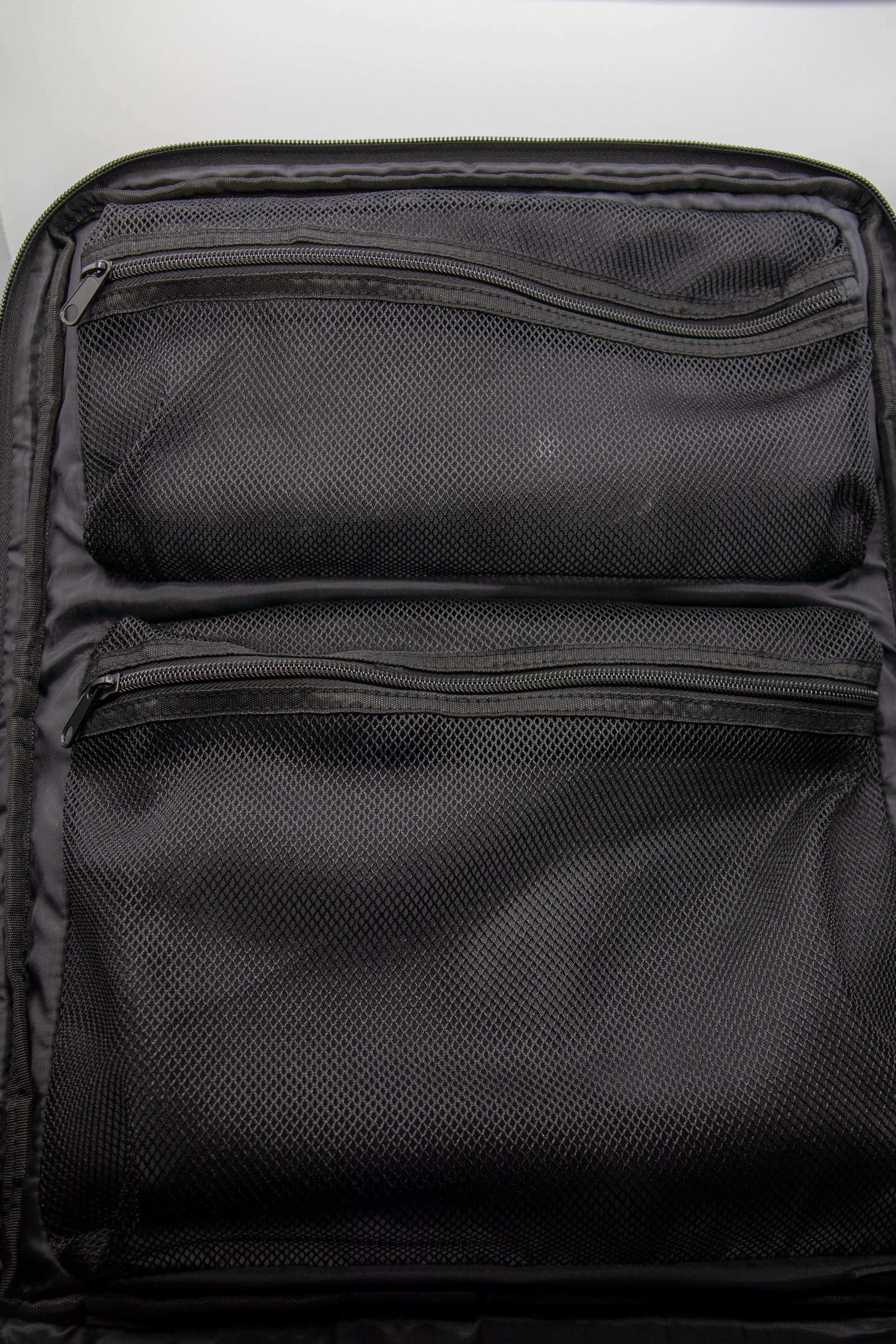 Internal Mesh Pockets -