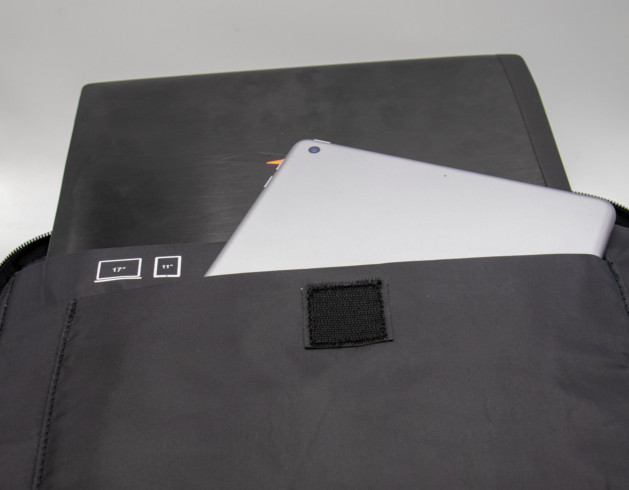 """Large Electronics Compartment - With pockets to fit a 17"""" Laptop and 11""""Tablet"""