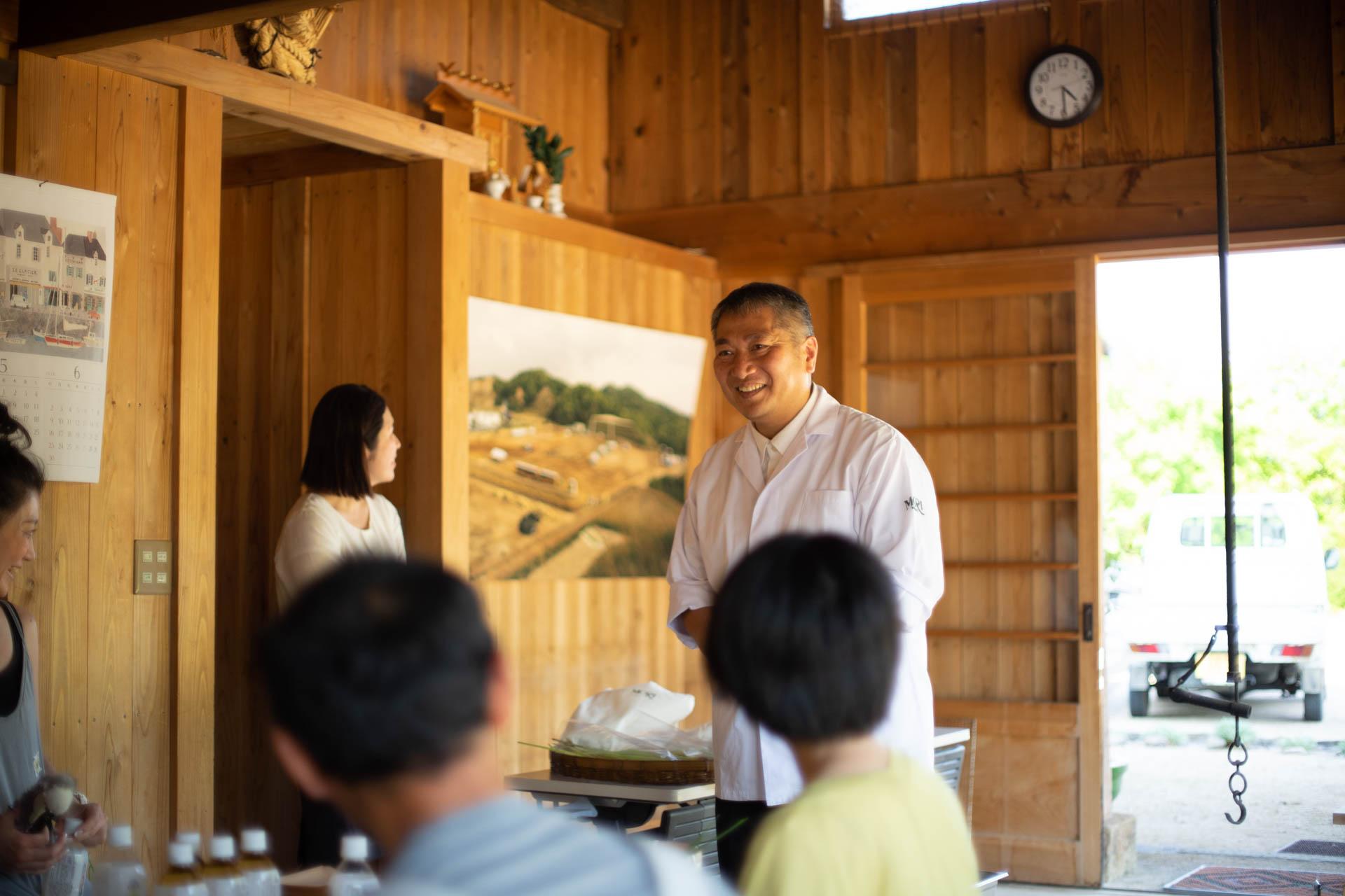 参加者の質問に答える瀧村料理長